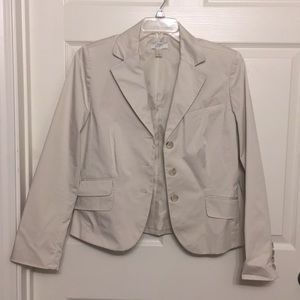 Cute cut on this fresh spring blazer!